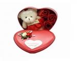 جعبه فلزی قلبی به همراه گل و خرس